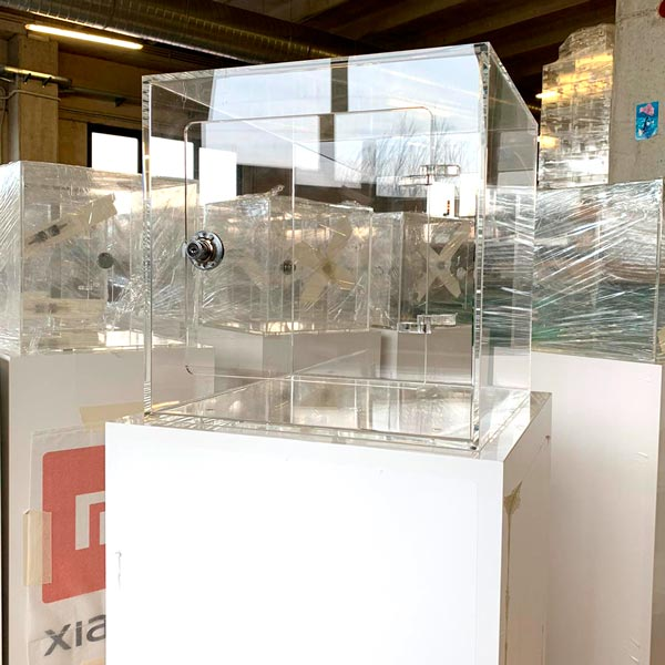 Espositori (glorifiers) per telefonia mobile con base e teca in plexiglass